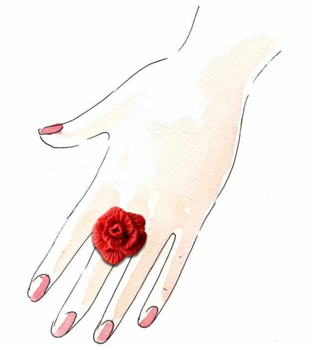 bague rose rouge portée