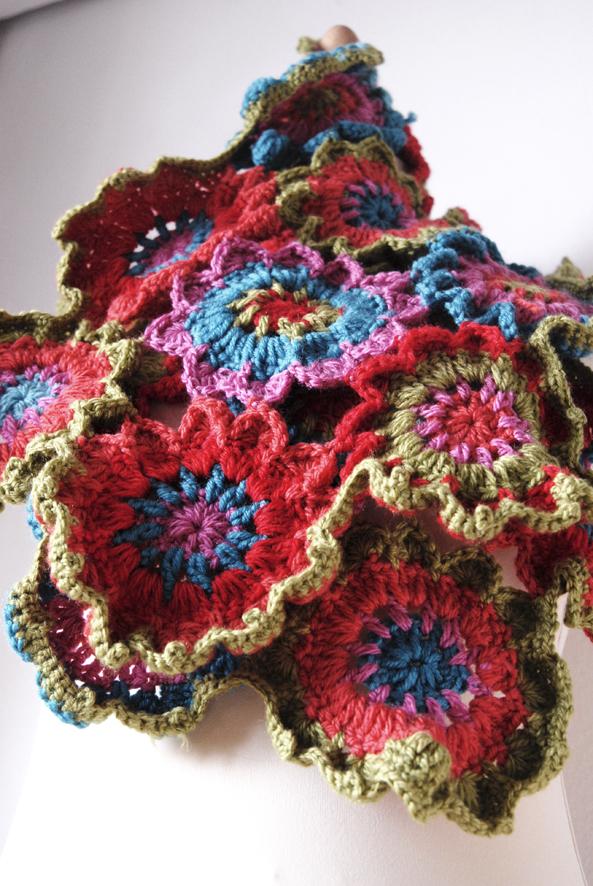 écharpe fleur au crochet s1