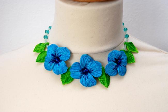 collier fleur turquoise en polymère