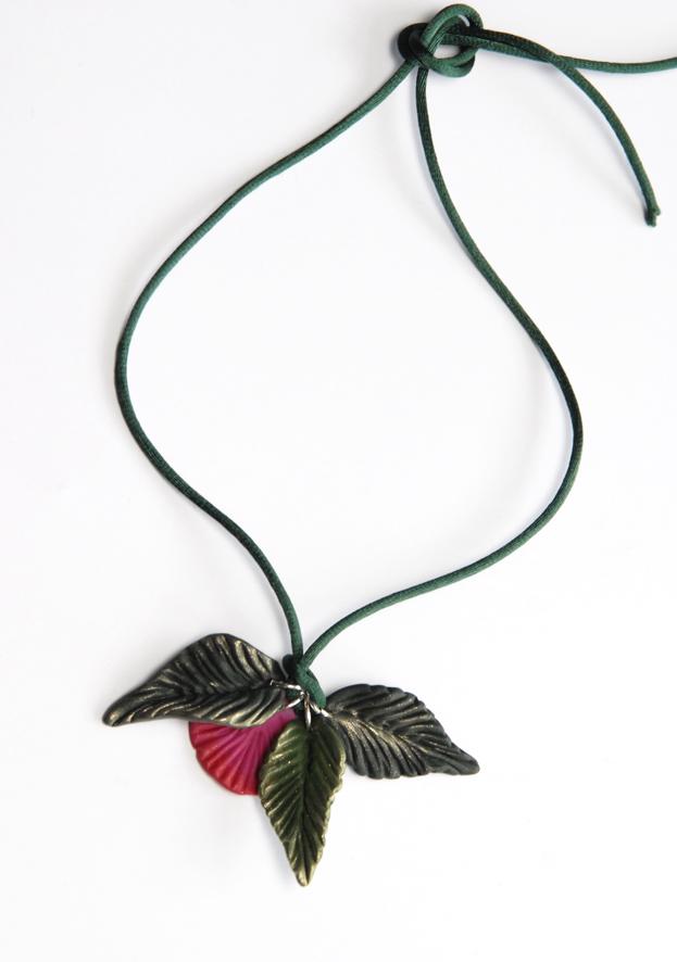 collier pendentif fleur en fimo 3