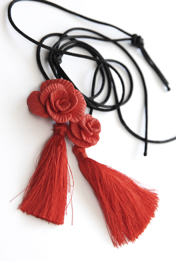 collier pendentif rose fimo 1