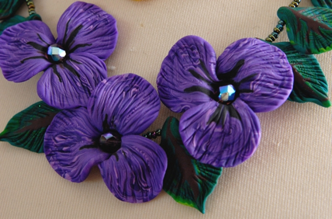 colllier de violette vue 1