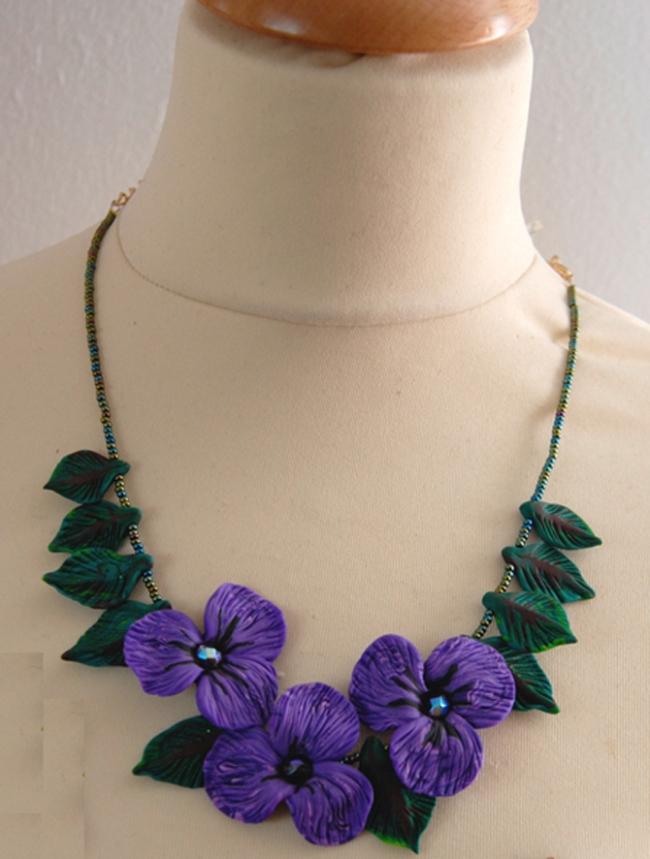 colllier de violette vue 3