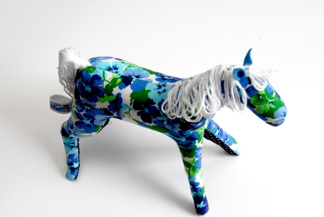 doudou cheval fleur détail