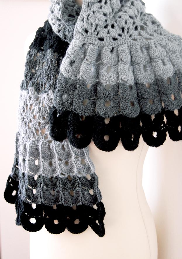 echarpte au crochet point coquille laine camaieu de gris 1