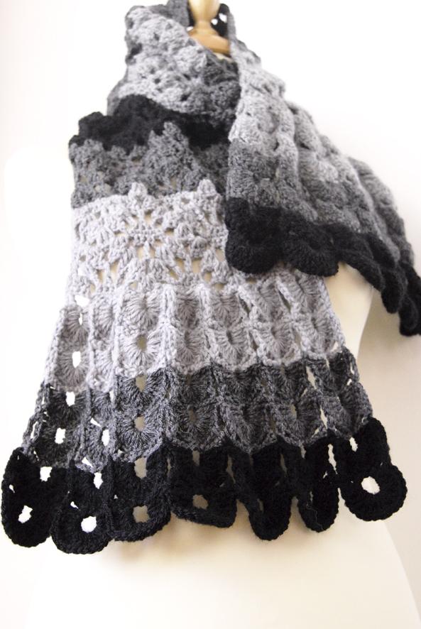 echarpte au crochet point coquille laine camaieu de gris 2