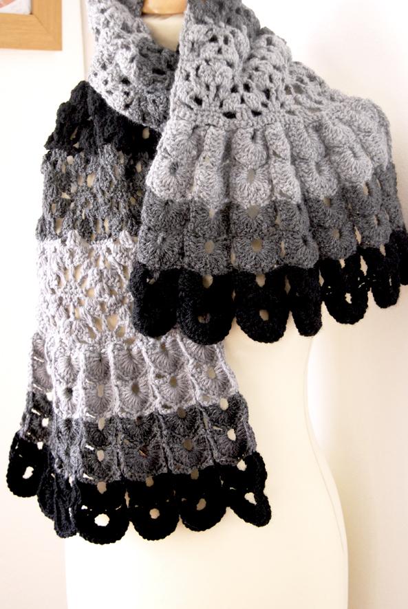 echarpte au crochet point coquille laine camaieu de gris 3