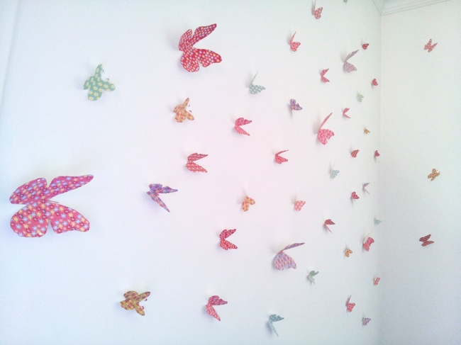 envollée de papillon en papier déco sur un mur 4