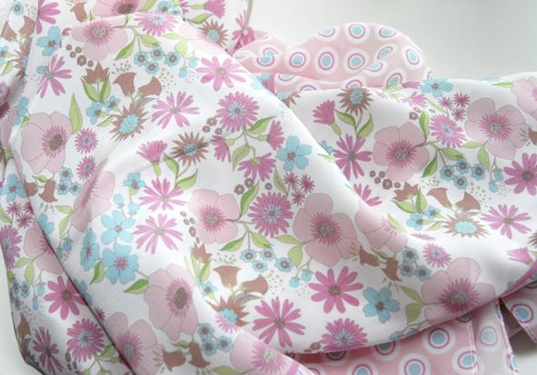 foulard en soie motif fleur pastel 3