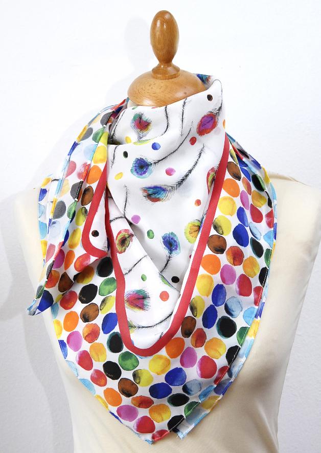 foulard en soie motif plume de paon 1