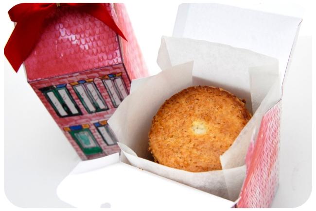 free printable house gift box boite cadeau mini maison à imprimer 3