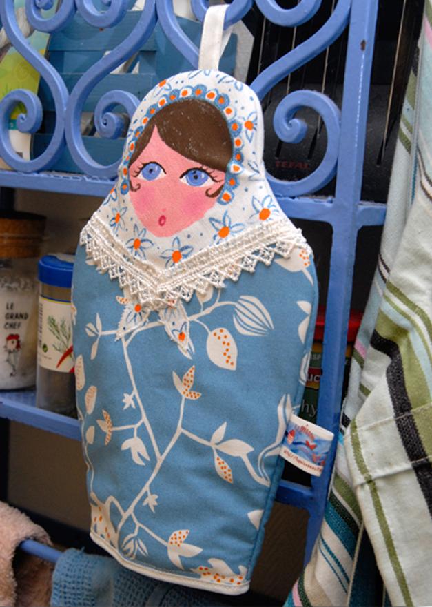 gand de four poupée russe bleue