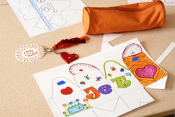 gratuit boite cadeau à colorier 2