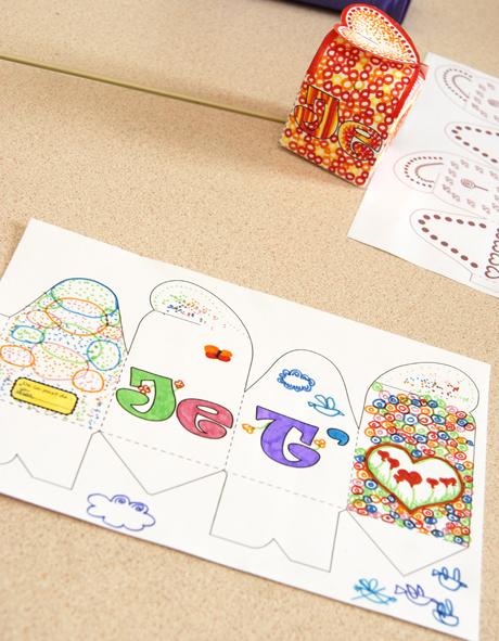 gratuit boite cadeau à colorier 3