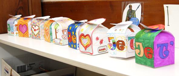gratuit boite cadeau à colorier