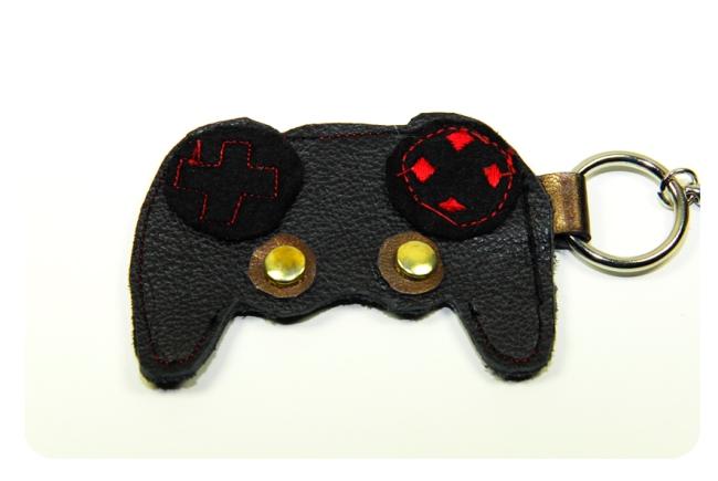 porte clé manette de jeux en chute de cuir