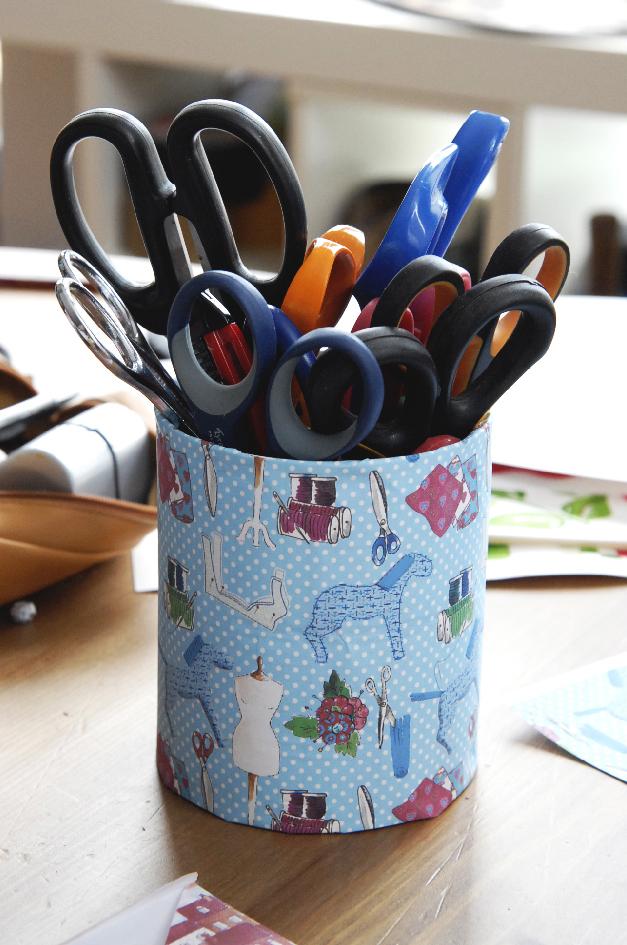 pot à crayon avec papier scrapbooking gratuit