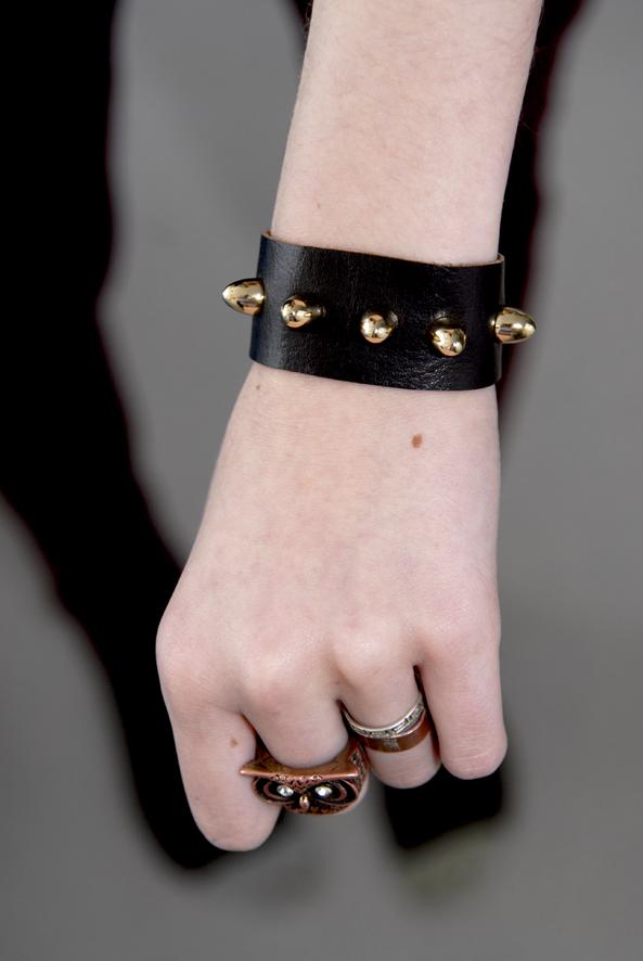 DIY bracelet en cuir clouté 2