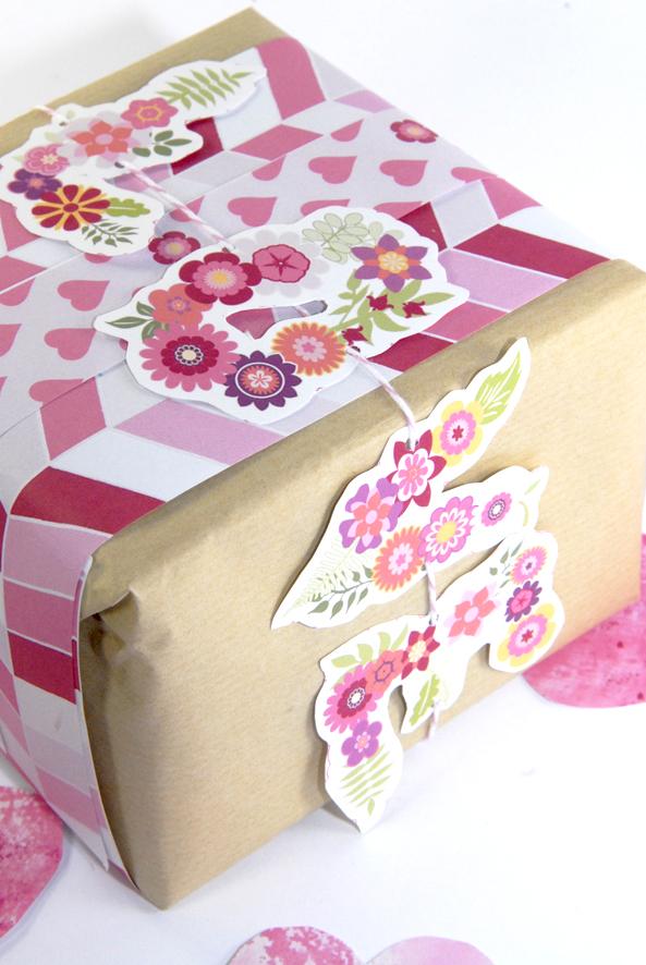 free printable valentine paper wrap 1