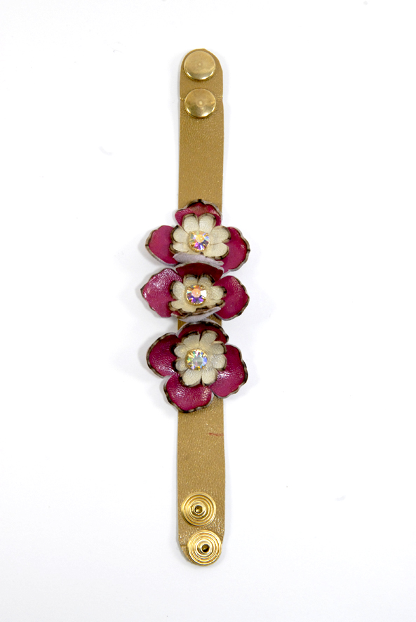 DIY bracelet à fleurs en cuir 2
