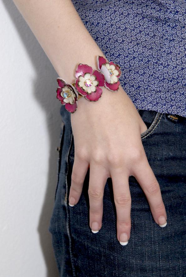 DIY bracelet à fleurs en cuir 4