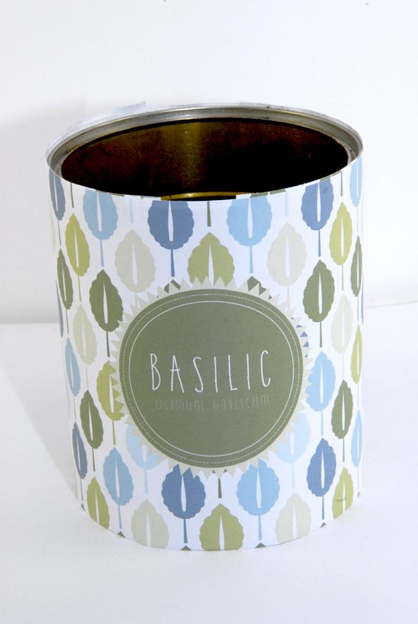 Pot boite de concerve pour aromates basilic