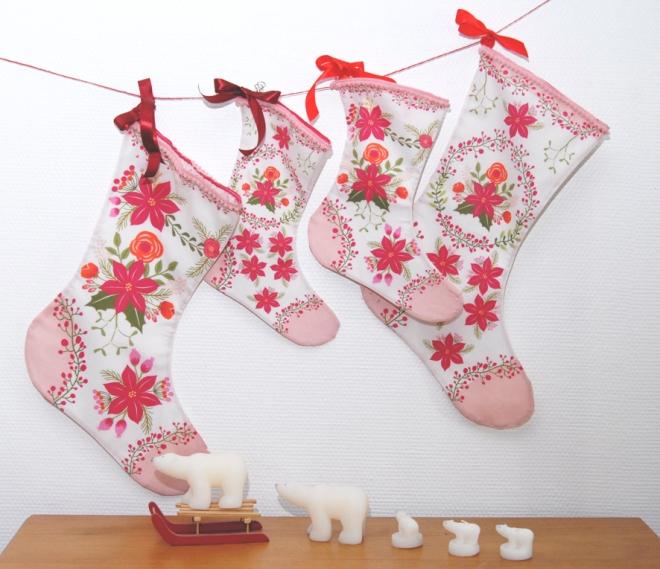 bottes-de-noel-kit-a-coudre-motif-poinsettia-bordure-mini-pompon-2