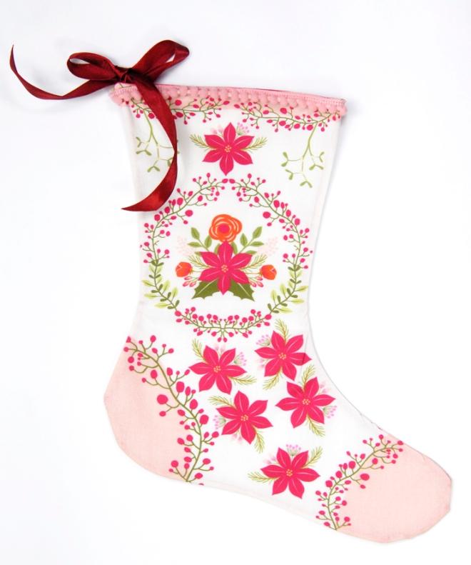 bottes-de-noel-kit-a-coudre-motif-poinsettia-bordure-mini-pompon-4
