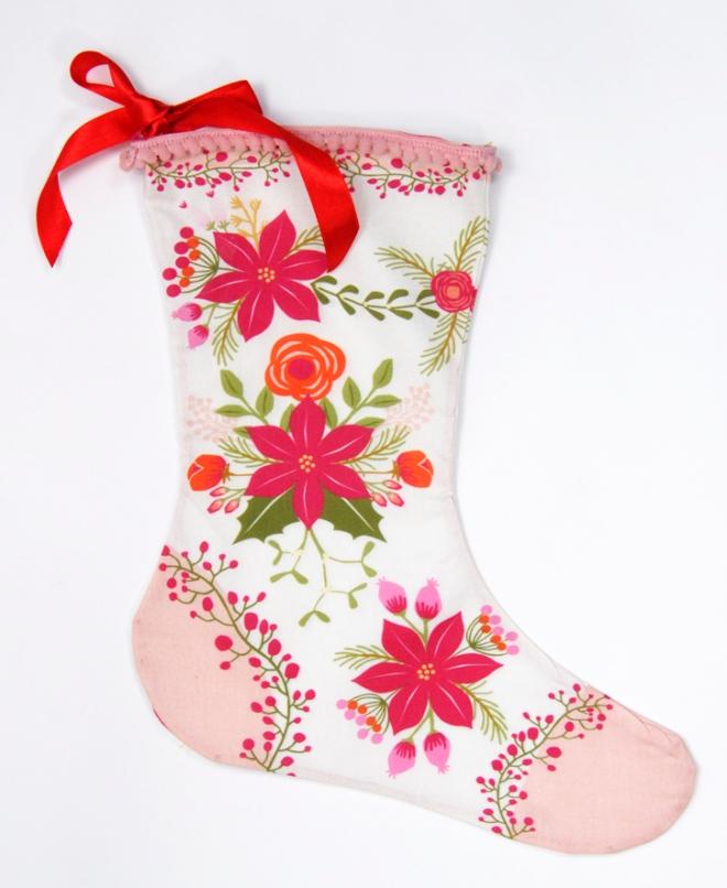 bottes-de-noel-kit-a-coudre-motif-poinsettia-bordure-mini-pompon-5