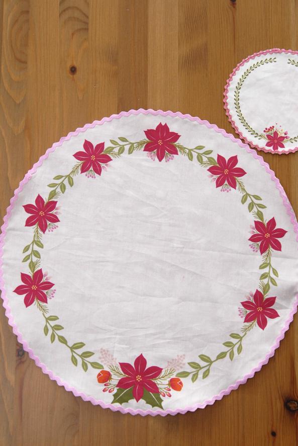 set-de-table-motif-poinsetia-cut-sew-1