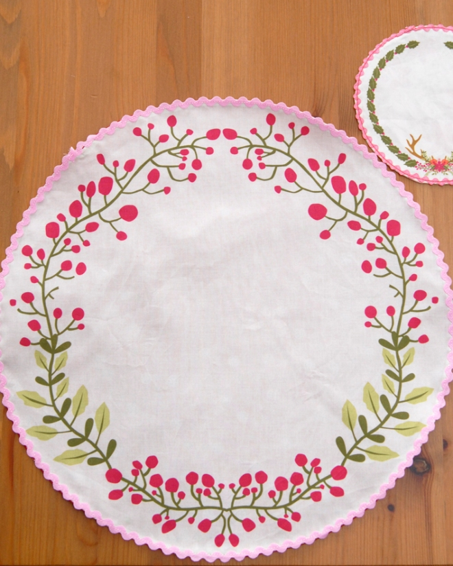 set-de-table-motif-poinsetia-cut-sew-4