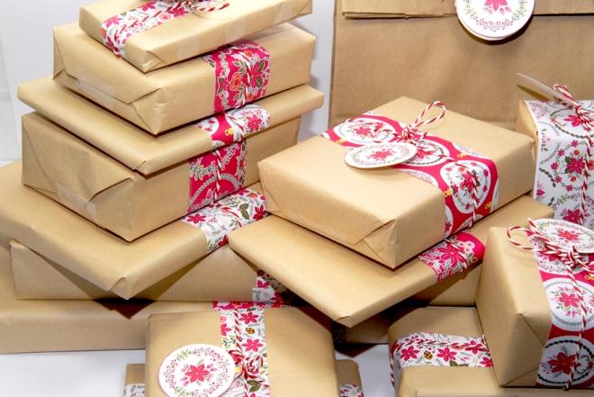gratuit-papier-cadeau-motif-poinsettia-free-printable-christmas-wrap-2