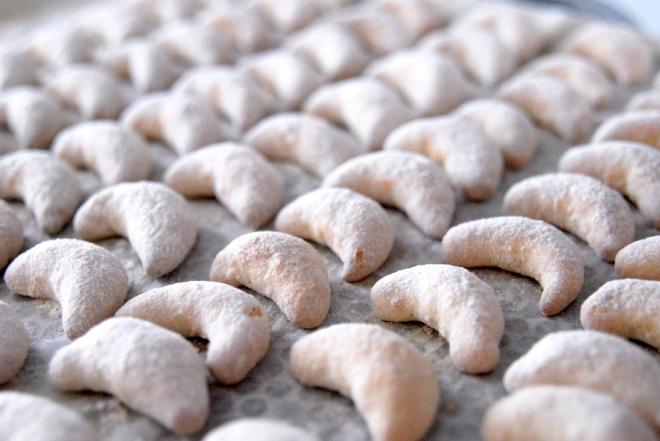 recette-petites-lunes-de-noel-au-amande-1